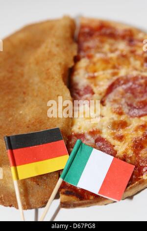 ILLUSTRATION - An illustrated photo montre une escalope avec un drapeau allemand et un drapeau italien avec une Banque D'Images