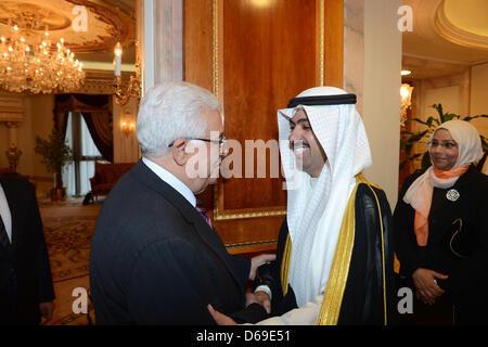 15 avril 2013 - Koweït, Koweït, Koweït - Le président palestinien Mahmoud Abbas rencontre avec Ali Fahd Al Rashid, Banque D'Images
