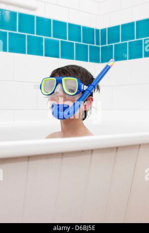 Boy wearing snorkel mask à Bath Banque D'Images