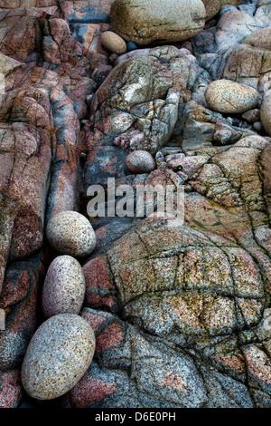Close up de l'étonnant rocher et rochers de la vallée de Porth Nanven, berceau, près de St Just, à Cornwall. Banque D'Images