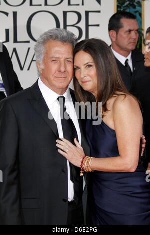 L'acteur américain Dustin Hoffman et sa femme Lisa Hoffman assister à la 69e assemblée annuelle Golden Globe Awards Banque D'Images