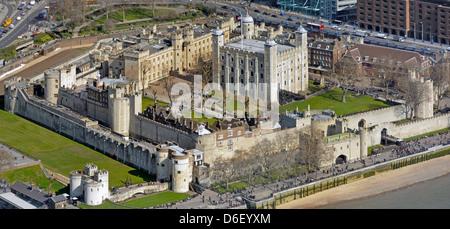Tour de Londres et La Tour Blanche vue aérienne Banque D'Images