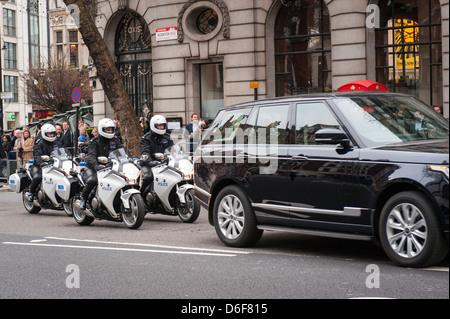 La Baronne Margaret Aldwych London Maggie Thatcher cortège funèbre parade Metropolitan Police escorte moto Banque D'Images