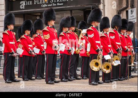 London La Baronne Margaret Maggie Thatcher cortège funèbre parade Scots Guards Band brass band depuis mars Banque D'Images