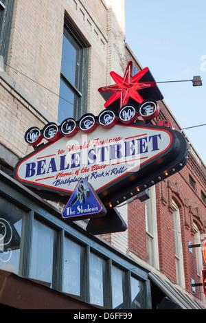Une enseigne au néon à Beale Street, Memphis, Tennessee, États-Unis Banque D'Images