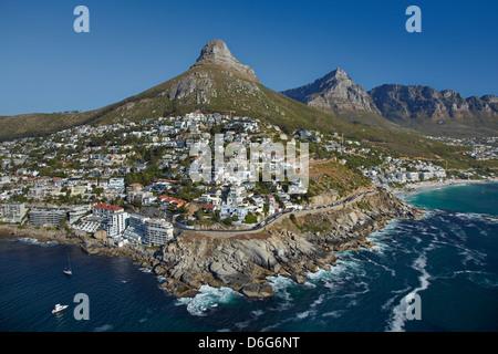 Appartements de luxe, la baie de Bantry, tête de lion, et Table Mountain, Cape Town, Afrique du Sud - vue aérienne