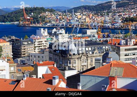 De tuiles rouges dans le centre historique, Vigo, Galice, Espagne, Europe