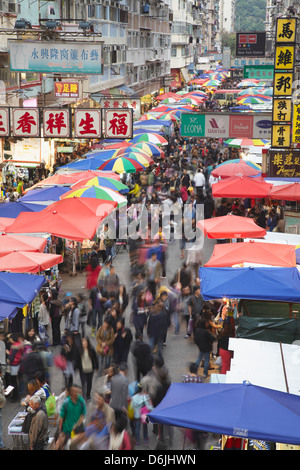 Les foules au marché Fa Yuen Street, Mongkok, Hong Kong, Chine, Asie Banque D'Images
