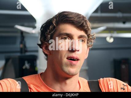 Le nageur américain Michael Phelps nous sourit pendant un communiqué de la formation à Baltimore, USA, 20 mars 2012. Banque D'Images