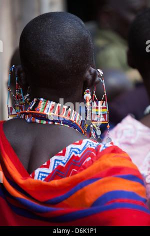 Perlage Maasai au Fonds d'indemnisation du prédateur, le jour de la paye du Ranch de groupe Amboseli-Tsavo Mbirikani, Banque D'Images