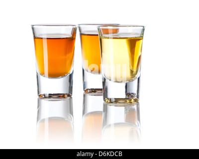 Trois verres remplis d'esprits différents