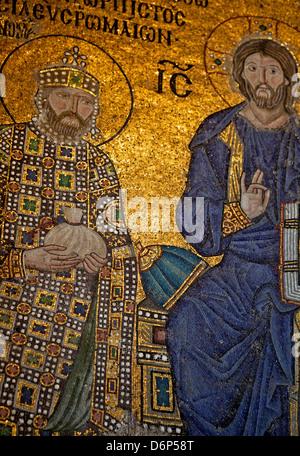 Mosaïque de l'empereur Constantin IX Monomaque, Sainte-Sophie, UNESCO World Heritage Site, Istanbul, Turquie, Europe, Banque D'Images