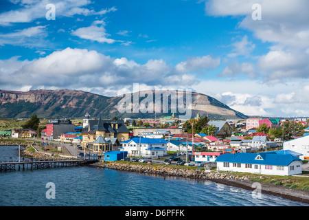 La ville portuaire de Puerto Natales, en Patagonie, au Chili, en Amérique du Sud Banque D'Images