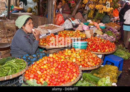 En Food Market, Pyin Oo Lwin, également connu sous le nom de pyin u lwin (Maymyo, et Mandalay, Myanmar (Birmanie), Banque D'Images