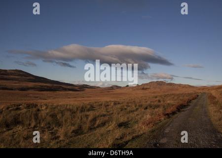 Fin de la route à l'extrémité nord du Jura juste avant d'arriver à Grange Hill où George Orwell a écrit 1984. Banque D'Images