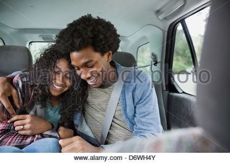 Young couple sitting in truck Banque D'Images