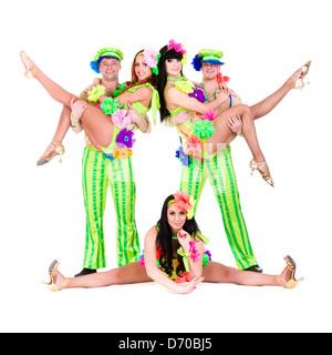 L'équipe de danseurs portant un Ukrainian costumes folkloriques Banque D'Images