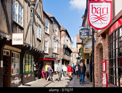York Shambles la pagaille, l'étroite rue de pans de vieux bâtiments médiévaux, York, North Yorkshire England, UK, FR, EU, Europe