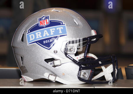 New York City, New York, USA. 25 avril, 2013. La NFL Projet de casque lors la 78e projet de la Ligue nationale de Banque D'Images