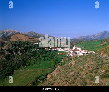 Village blanc de Atajate, Andalousie, Espagne Banque D'Images