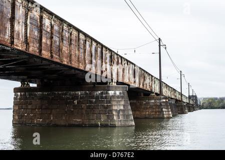 WASHINGTON DC, USA - Le long pont, l'un des cinq ponts qui constituent ce qui est communément connu sous le nom de 14e rue Pont sur le Potomac et connexion de Washington DC avec Virginie du Nord. C'est un pont ferroviaire. Banque D'Images
