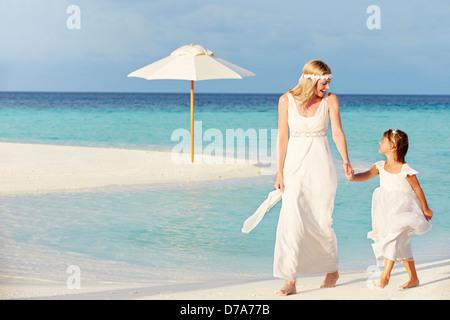 Mariée de demoiselle avec Belle Plage À Wedding Banque D'Images