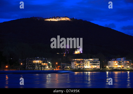 Nachtaufnahme vom Petersberg Siebengebirge mit im Steigenberger Hotel Gaestehaus der Bundesregierung, dans la région Banque D'Images