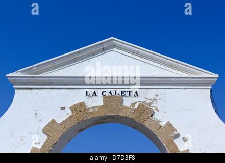 Ancienne entrée de la plage de La Caleta à Cadix, Andalousie, Espagne