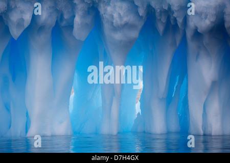 Les icebergs à Brown Bluff, l'Antarctique. Banque D'Images