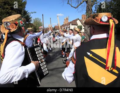 Morris Dancers lors de l'Assemblée Anniversaire Shakespeare Memorial Parade à Stratford upon Avon. Banque D'Images