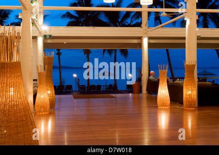 À partir de Dunk Island Resort dans l'océan Pacifique, la Grande Barrière de Corail, au crépuscule, Mission Beach, Banque D'Images