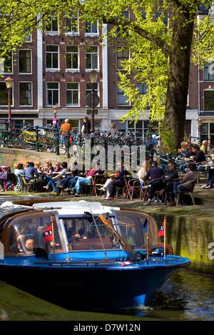 Bateau de tourisme sur Leliegracht, Amsterdam, Pays-Bas Banque D'Images