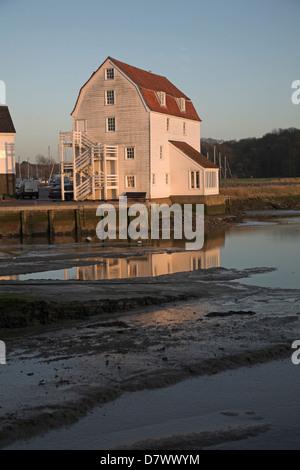 Moulin à marée, rivière Deben, Woodbridge, Suffolk, Angleterre Banque D'Images