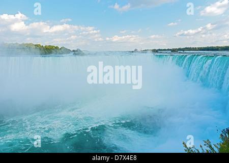 Niagara Falls vu du site canadien Banque D'Images