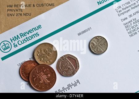 Gros plan de l'auto-évaluation des revenus et des douanes de HMRC HM Formulaire d'avis pour remplir une déclaration de revenus Angleterre Royaume-Uni Royaume GB Grande-Bretagne