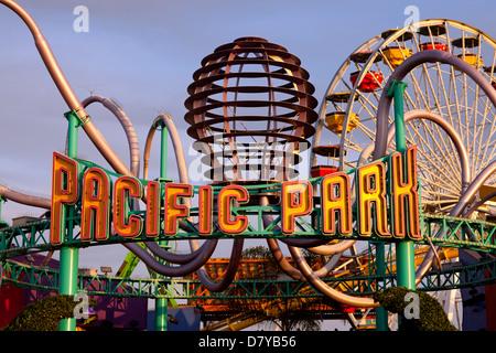 Entrée au Parc du Pacifique sur la jetée de Santa Monica. Banque D'Images