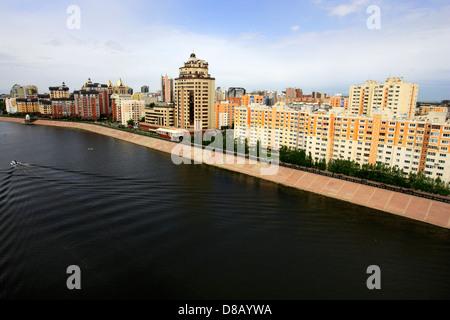 Astana - Le quai de l'ishim Banque D'Images