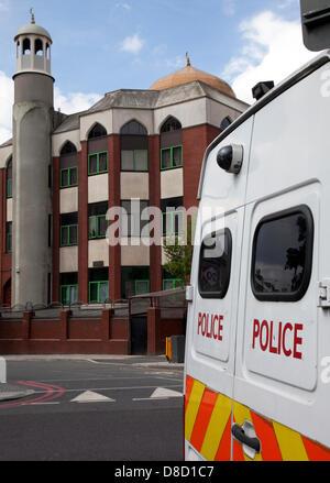 Finsbury Park, au nord de Londres, au Royaume-Uni. 25 mai 2013. Vidéosurveillance Police van stationné à l'extérieur de la mosquée de Finsbury Park, au nord de Londres aujourd'hui. Joint-venture entre la Police métropolitaine et Département du Nord-Ouest. Il y a eu une grosse augmentation des incidents anti-musulmans à la suite du meurtre d'un soldat de Woolwich. Crédit: Jeffrey Blackler/Alamy Live News