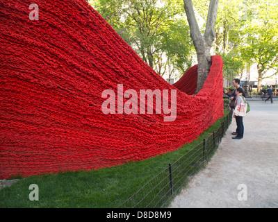 Fun Art Public Installation de tricot par Isabelle Garbani