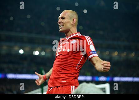 Londres, Royaume-Uni. 25 mai, 2013. Football: Finale de la Ligue des Champions européenne, Borussia Dortmund et FC Byern Munich dans le stade de Wembley sur 25.05.2013 --- Arjen Robben (FCB) célèbre Crédit: kolvenbach/Alamy Live News