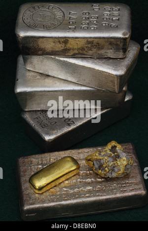 Barres de lingots d'or et d'argent (lingots) et/quartz aurifère à haute teneur de Nevada USA Banque D'Images