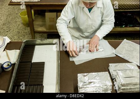Berlin, Allemagne, les employés d'Erich Hamann fabrique de chocolat dans le département d'emballage Banque D'Images
