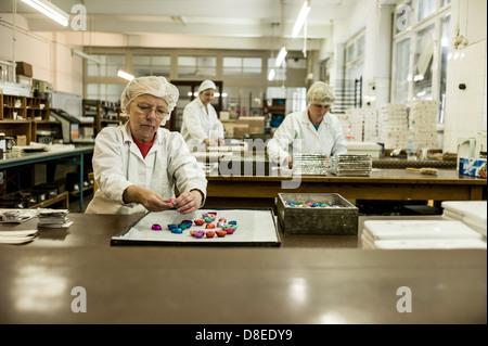 Berlin, Allemagne, les employés d'Erich Hamann fabrique de chocolat chocolat paquet Banque D'Images