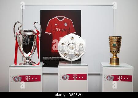 Berlin, Allemagne. 1er juin 2013. Pokalfeier DFB FC Bayern München Pokalsieger Sieger Triple vor Pokalen Trophäen Trophäen: dpa Crédit photo alliance/Alamy Live News