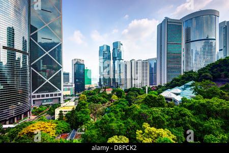 Gratte-ciel moderne vu de Hong Kong Park à Hong Kong, Chine. Banque D'Images