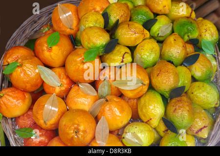 Fruits massepain typiquement sicilienne (frutta martorana), Syracuse, Sicile, Italie Banque D'Images