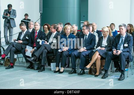 """Berlin, Allemagne. 4 juin 2013. Secrétaire d'Etat fédéral Maria Böhmer remplace Angela Merkel dans l'tarSocial """"awards Banque D'Images"""