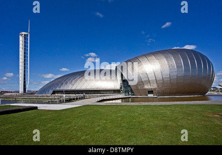 Tour de Glasgow, Glasgow Science Centre et Théâtre Imax au Prince's Dock sur la rivière Clyde à Glasgow en Écosse Banque D'Images