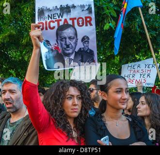 Paris, France. Peuple turc pour protester contre la répression du gouvernement turc dans un récent-kara Anti-Government Banque D'Images