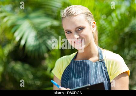 Très jolie portrait travailleur serre